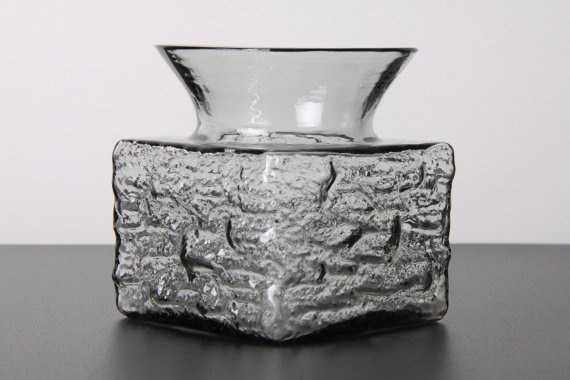 Dartington British Midnight Grey Glass Bark