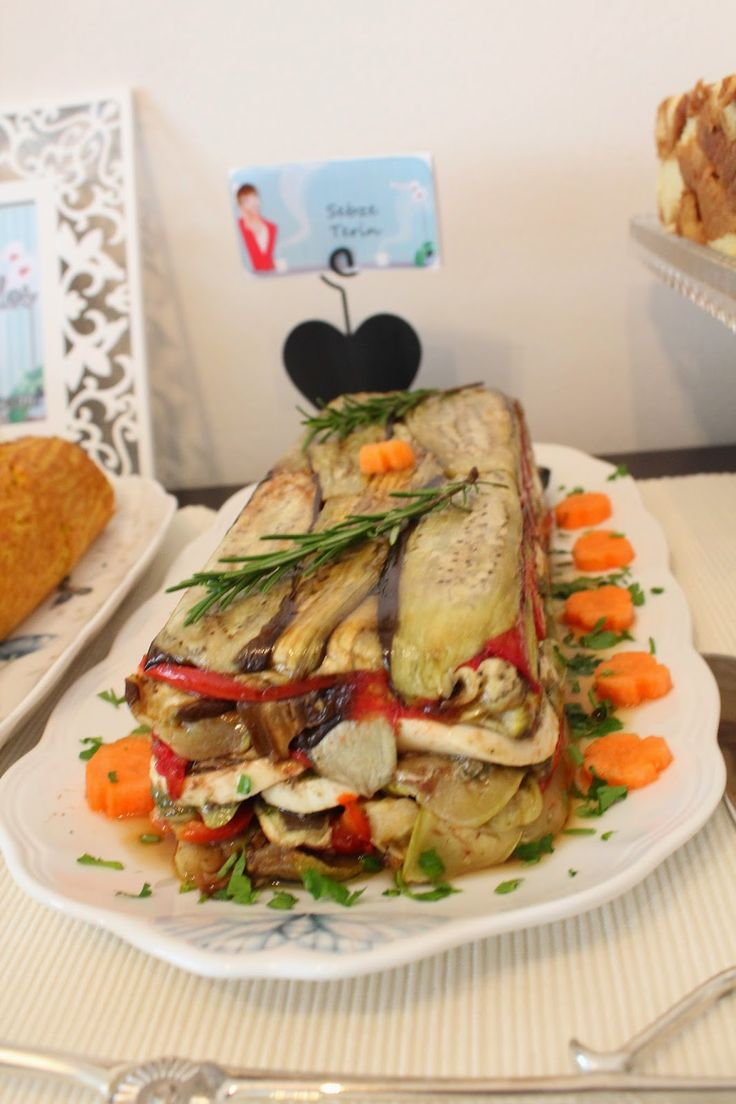 Sebze terin blogun doğum günü partisinin  yeni lezzetlerinden biriydi, yiyenlerden tam not aldı. Izgara sebze, fesleğen pestoso, mozarella...