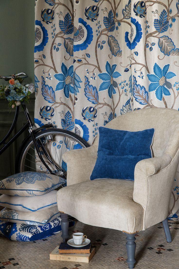 Пусть ваш дом зацветет, как райский сад. Шторы с цветочными узорами, голубые шторы, дизайн текстиля Manuel Canovas, VAN VUGHT Interiors ваш дизайнер интерьеров в Берлине