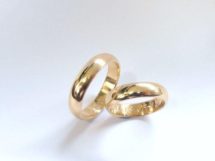 Clásicas y elegantes  argollas de matrimonio  en oro amarillo de 18k  Joyas Marcel JOYAS MARCEL Duran Joyeros, Bogotá. #duranjoyerosbogota #joyeria #hermosasjoyas  #argollas #compracolombiano #hechoamano #Colombia