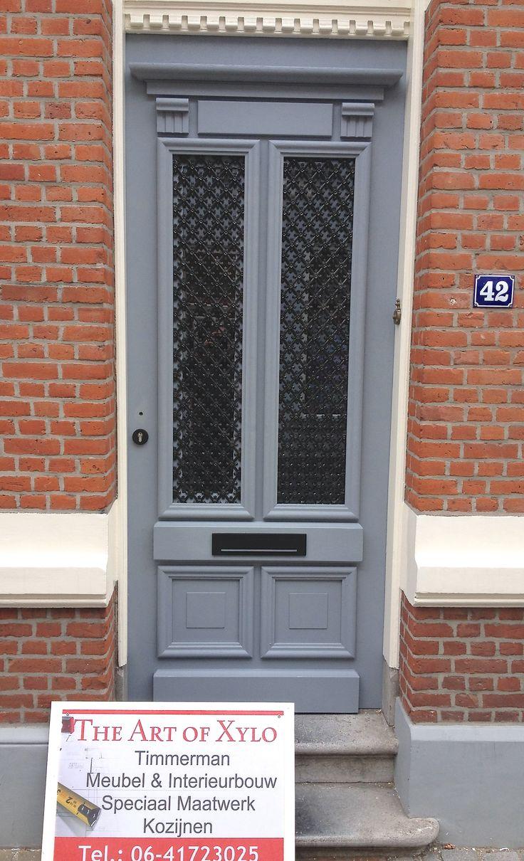 Eindresultaat! Schitterende handgemaakte voordeur bij klant geplaatst, klaar om afgelakt te worden.