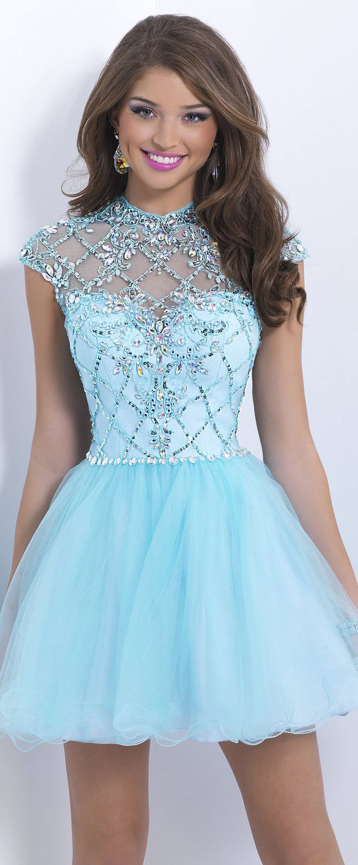 Robe cocktail bleu tutu orné de strass