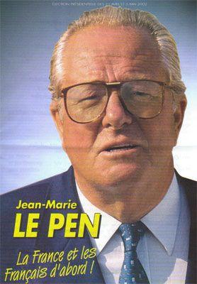 22) L'évolution entre les deux affiches de Jean-Marie Le Pen est saisissante. Au premier tour, l'affiche est un grand classique du Front National : gros plan sur un visage sévère, lunettes austères, fond dégradé bleu, slogan patriotique : « la France et les Français d'abord ».