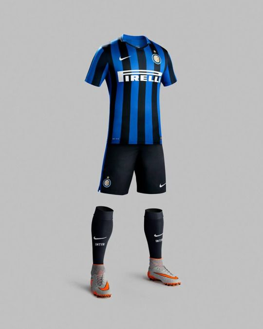 INTER AND NIKE, THE NEW HOME KIT FOR 2015/16  The new home kit for the 2015/16 season was unveiled during Inter Night. The iconic wide black and blue stripes return, heralding the 25th anniversary of landmark European success  MILAN – The FC Internazionale home kit for 2015/16 sees the return of the club's famed traditional look: broad black and blue stripes.