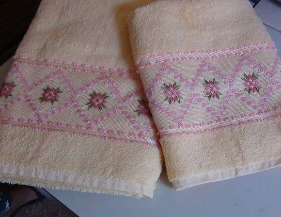 Toalhas marca Casa In Passa-Fitas ou Karsten ....  1 toalha de banho e 1 de rosto