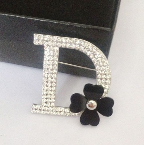 Brand New Women Silver Plated Sparkly Crystal Letter Hijab Pins Black Dasiy Flower Scarf Clothes Sweater Brooch Pin