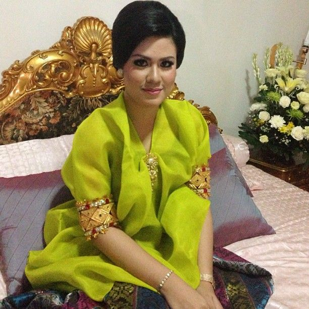 @wiwidparawansa #mapettuada #makeup by me #girl #engagement #bridetobe #buginese #adat #bajubodo - @muhdiarafika- #webstagram