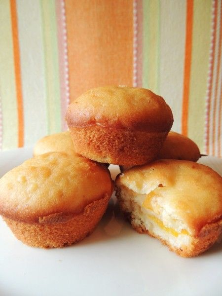 Peaches & Cream Mini Muffins - looks simple to make and delish to eat!