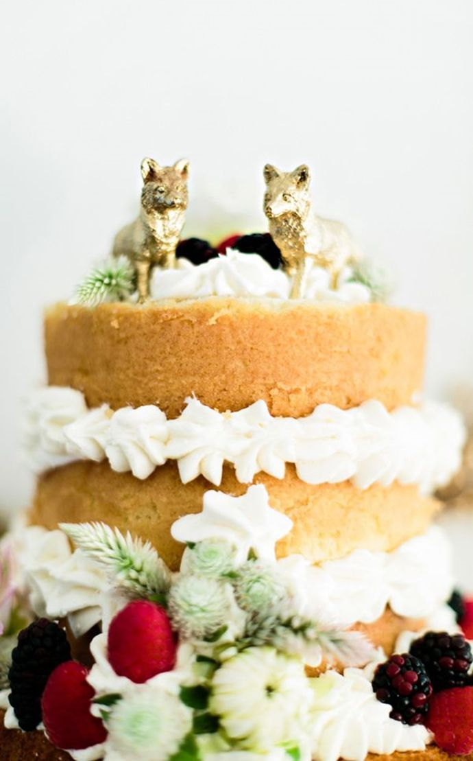 Sponge cake with whipped cream and fruit us an adorable and beautiful option for your wedding