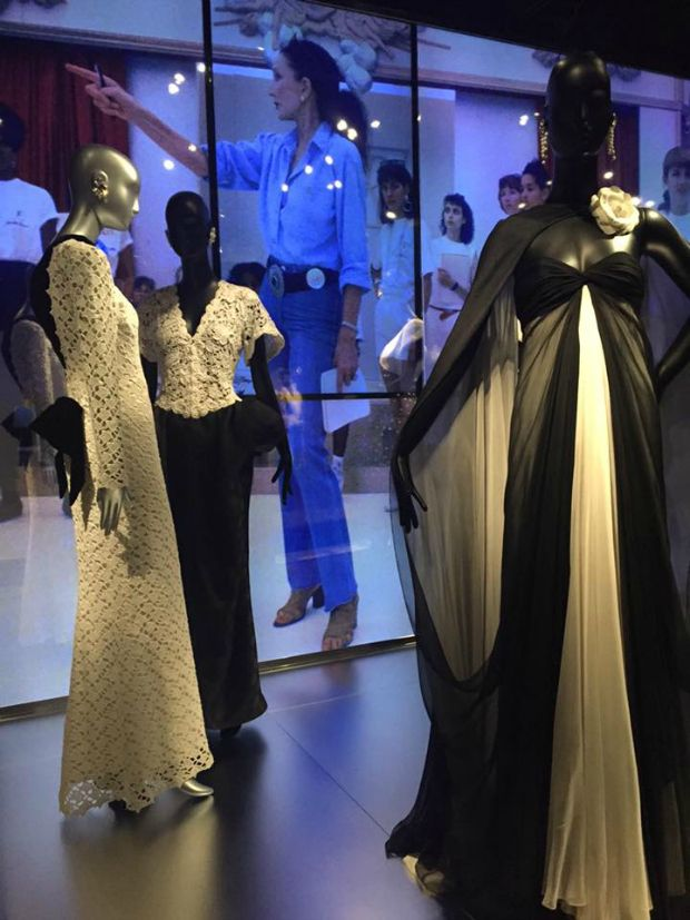 A woman who knew how to make the most of what she's got in the truest form of iconic style. The Iconic Style of Jacqueline de Ribes: The Art of Style at The Metropolitan Museum of Art - Click the image for more...