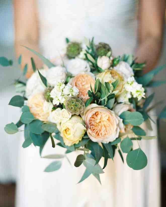 La Rosa Canina created the bride's bouquet of roses, peonies, ranunculus, and olive branches.