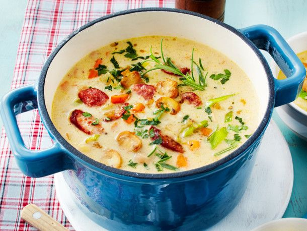 Unser beliebtes Rezept für Wie-bei-Omi-Suppe mit Mettenden und mehr als 55.000 weitere kostenlose Rezepte auf LECKER.de.