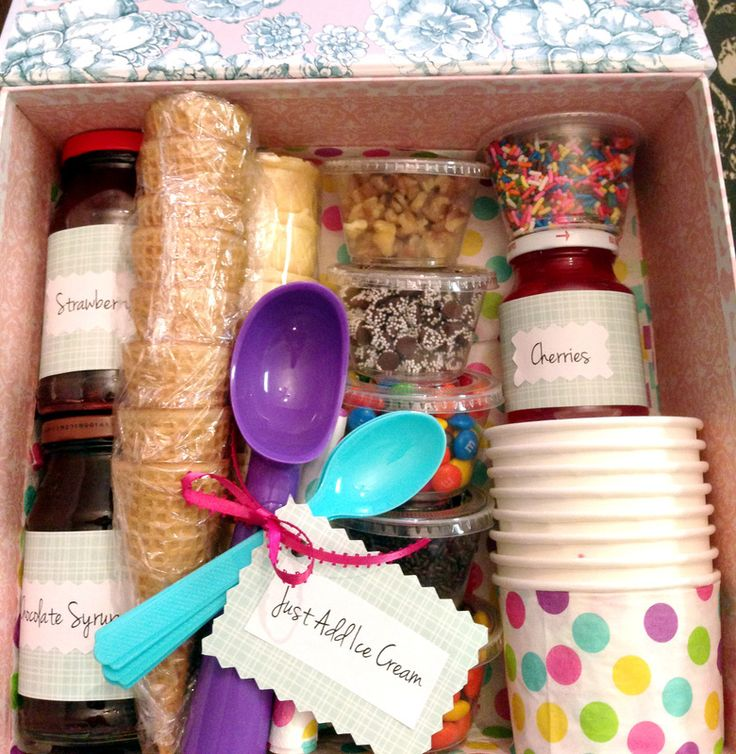 #HappyNowLinkUp #feature - How to Make a Simple Sundae Gift Basket via @justmeasuringup  http://www.justmeasuringup.com/blog/making-a-diy-gift-basket-in-two-simple-steps