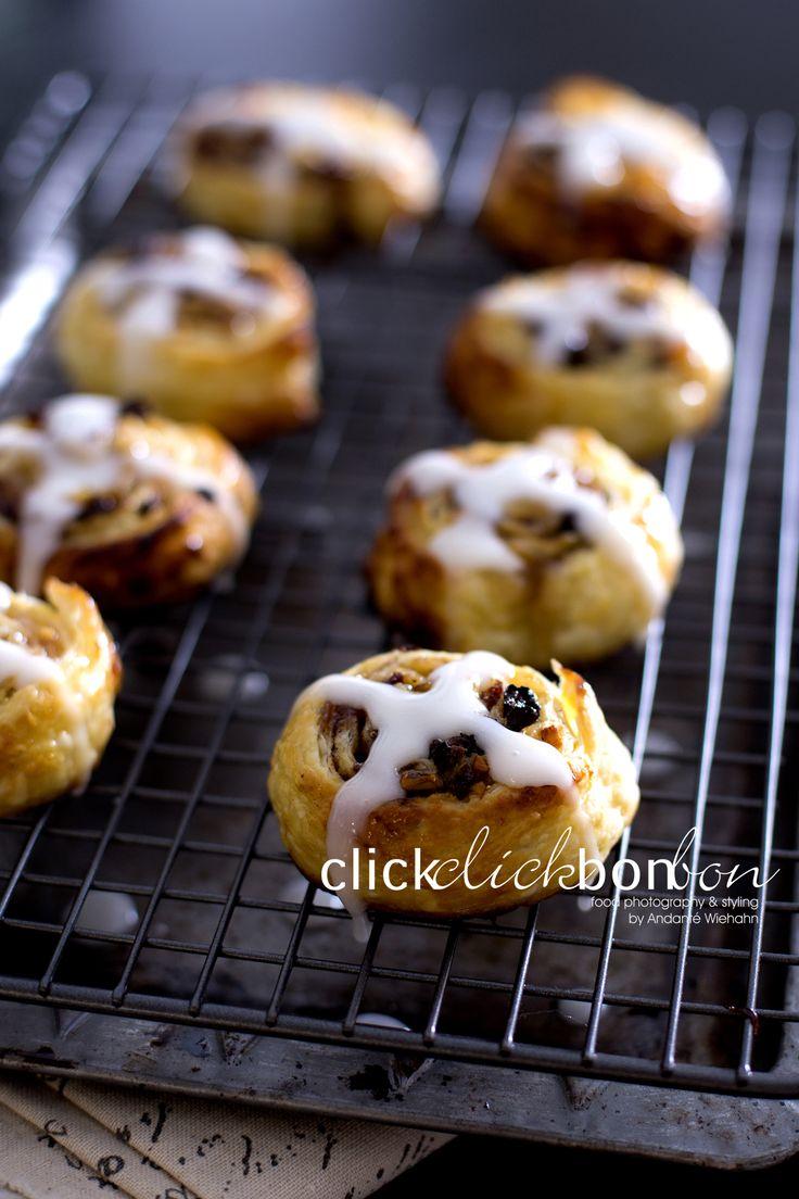 Sweet treat for Easter, Hot Cross Pinwheels. Recipe: http://www.lekkerbeksa.blogspot.co.za/2016/03/hot-cross-pinwheels.html