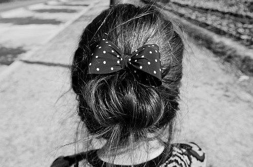 bun and bow: Hairs Bows, Cute Bows, Bows Buns, Fashion Styles, Long Hair, Polka Dots Bows, Hairs Styles, Messy Buns, Big Bows