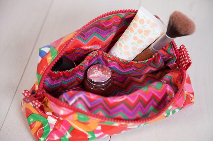 """Kosmetiktaschen selber nähen: großes """"Taschenliebling"""" Beautycase mit Soft & Stable Einlage + kleine Tasche aus Wachstuch nach kostenloser Anleitung >"""