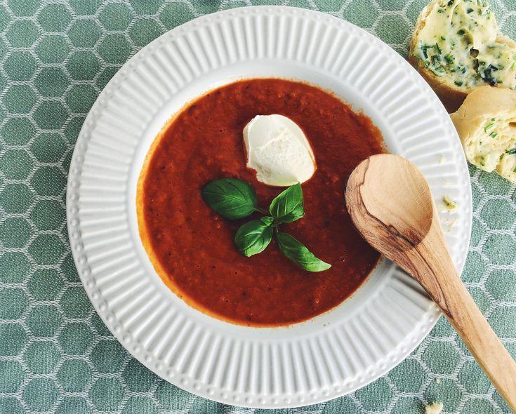 Dit recept voor Zuppa di pomodori doet je soep uit blik (of zak) snel vergeten. Licht pittig, gezond en in 30 minuten a tavola. Je wilt nooit meer anders!