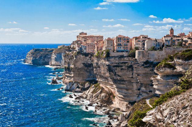 コルシカ島とフランスの美しい村
