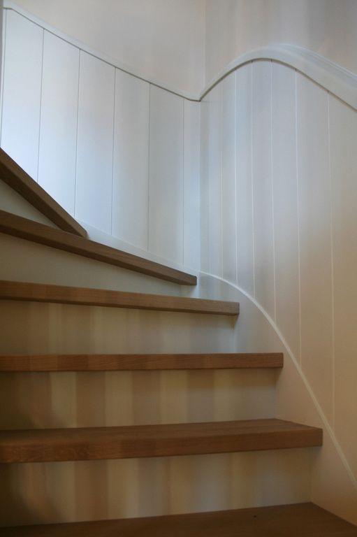 25 beste idee n over lambrisering wanden op pinterest lambrisering verbouwen houten - Geschilderde houten trap ...