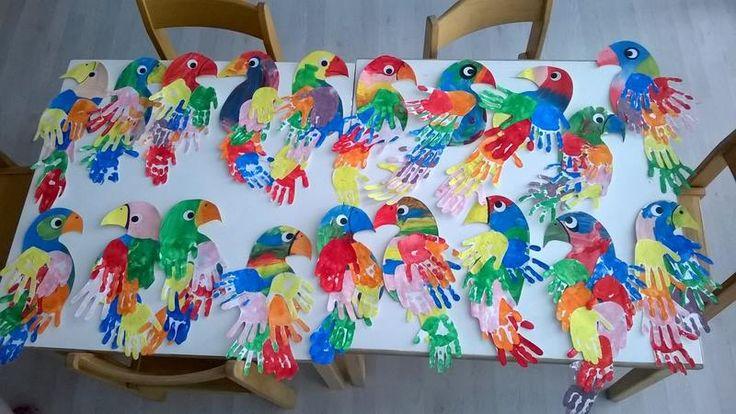 Miklecz+Edina+Papagájok+kézlenyomatokból.+Hátha+más+is+ötletet+merít+innen.++Gratulálok!