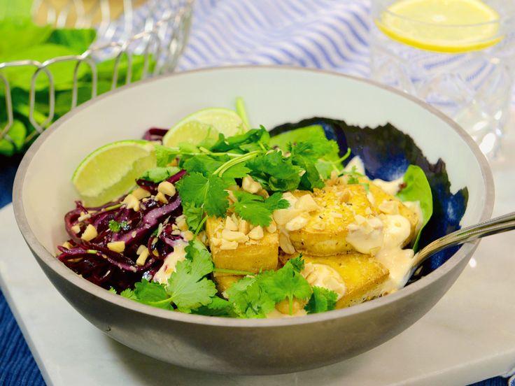 Quinoabowl med tofu och sweetchilidressing | Recept.nu