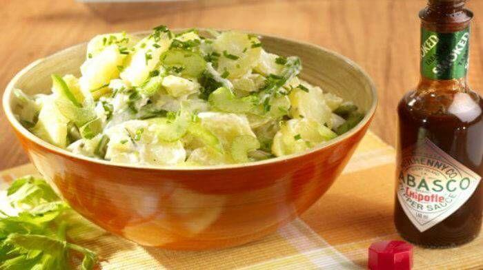 Картофель сочетается со многими продуктами, поэтому рецептов картофельных салатов так много, что можно каждый день в течение всего года готовить новый салат. Для заправки картофельных салатов используют любое растительное масло, соус винегрет (смесь растительного масла с уксусом), майонез, сметана и йогурт. В некоторые теплые картофельные салаты достаточно добавить кусочек сливочного масла.