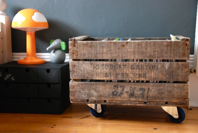 MORE pallet love: Recycle a pallet into rolling storage.: Rooms Tours, Toys Boxes, Wheels, Shared Rooms, Wooden Crates, Apples Crates, Storage Ideas, Kids Toys, Kids Rooms