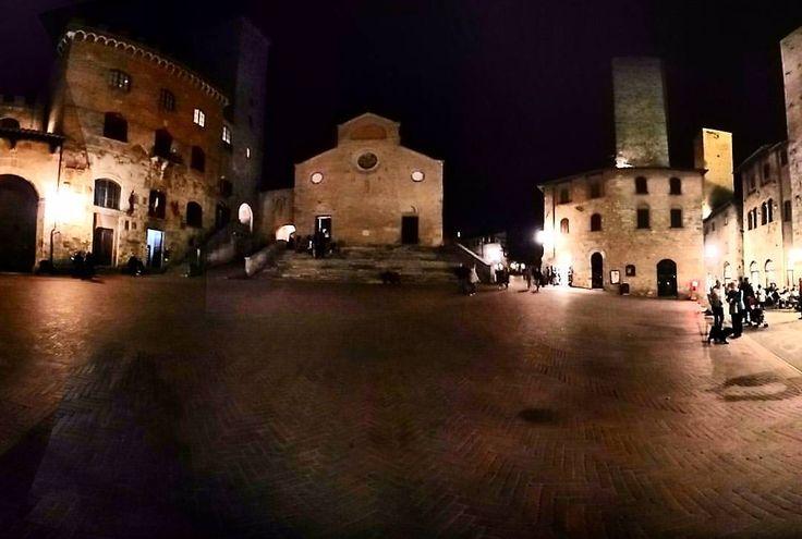 San Giminiano #tuscany #travel #sangiminiano #ilpaesedelletorri #towers #medieval #stupendo #night #latergram (presso San Giminiano Siena)