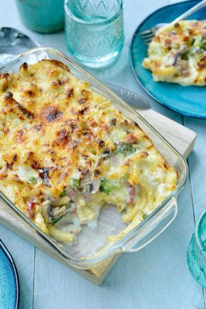 Macaroni met kaas, ham en veel groentjes https://njam.tv/recepten/macaroni-met-kaas-ham-en-veel-groentjes
