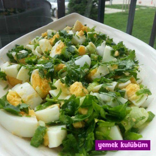 Aradığım kolay kahvaltılıkYumurta Salatası tarifini sonunda buldum ve sizlerle paylaşıyorum. Kahvaltılık tarifler arasında en sevdiğim değişik bir yumurta salatası tarifi.