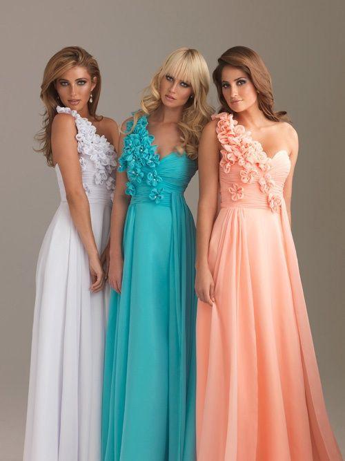 Damas de honor mismo vestido diferente color