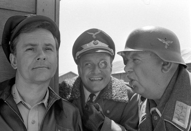 Ein Käfig voller Helden (TV Series 1965–1971) photos, including production stills, premiere photos and other event photos, publicity photos, behind-the-scenes, and more.