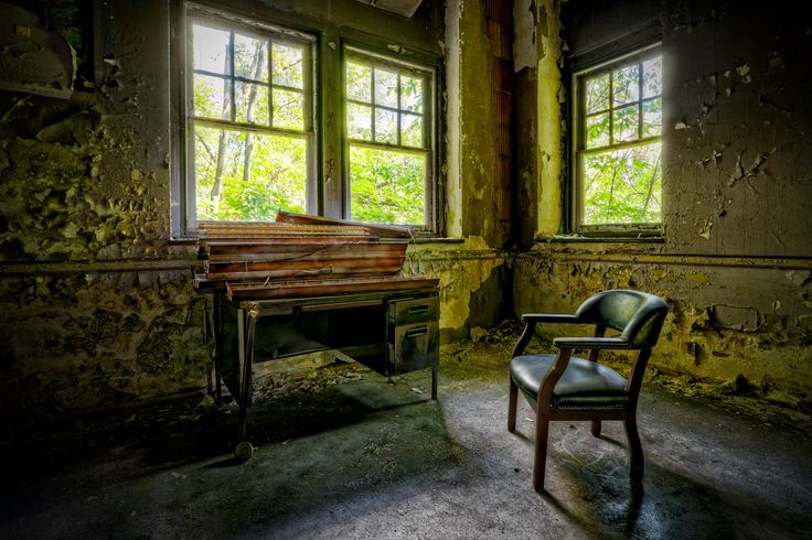 Lonely Office | por Frank C. Grace (Trig Photography)