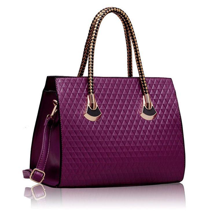 Geanta Purple Grab Shoulder ~ Geanta de mana medie din piele eco de inalta calitate, cu design modern si inchidere in fermoar. Partea inferioara a gentii este intarita si protejata de deformari. Interior din material satinat cu compartimente si buzunare. Saculet textil pentru pastrare si transport. Dimensiuni :  35 cm baza, 27 cm inaltime. #gentiieftineonline #gentitote #culoareaanului2014