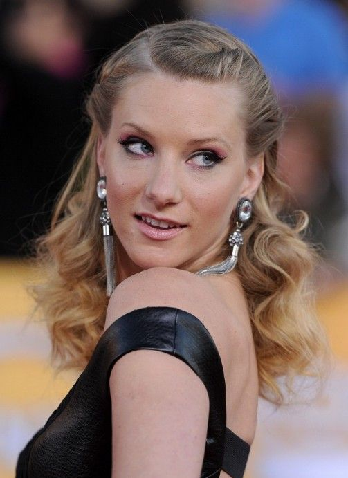 Heather Morris Half Up Half Down Prom Curly Hairstyle   Hairstyles Weekly