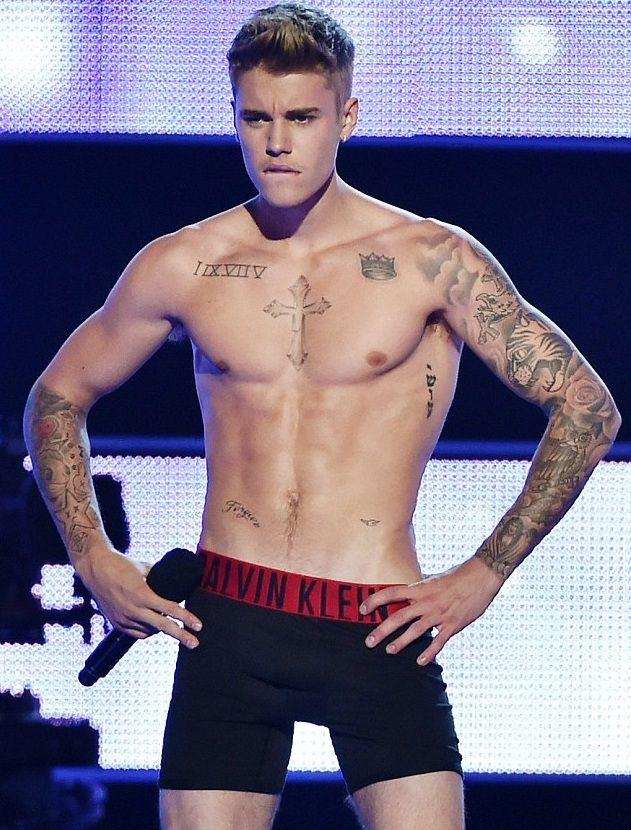 Justin Bieber strips down at Fashion Rocks 4 - Justin Bieber | Songs | Videos | News | Photos | Lyrics | Concert | Games | Tickets 2014