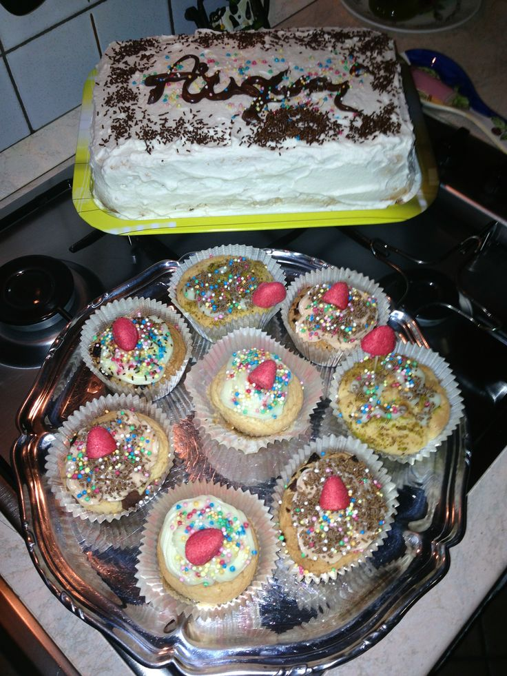 Auguri Cake and Cupcakes