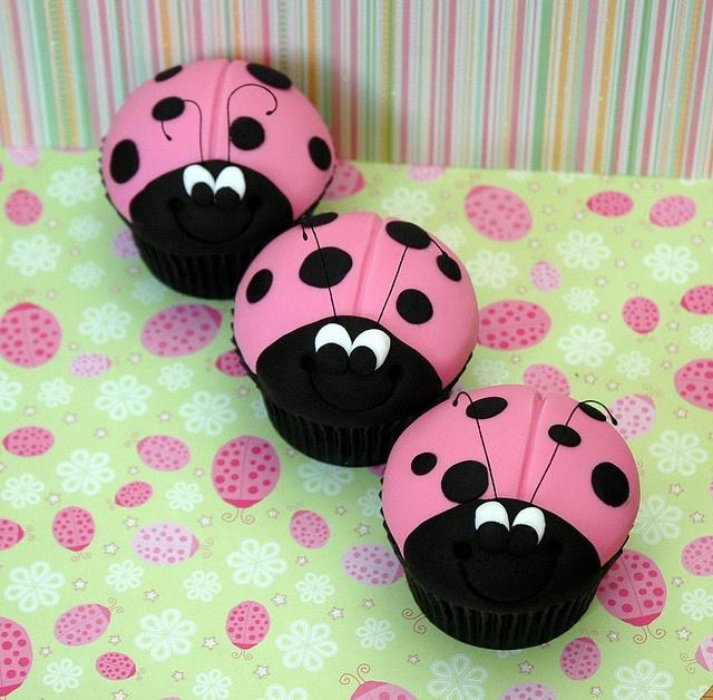 Cupcakes  Ladybug! :D