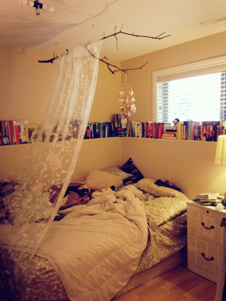 My new room! Dream Catcher, DIY, Books.