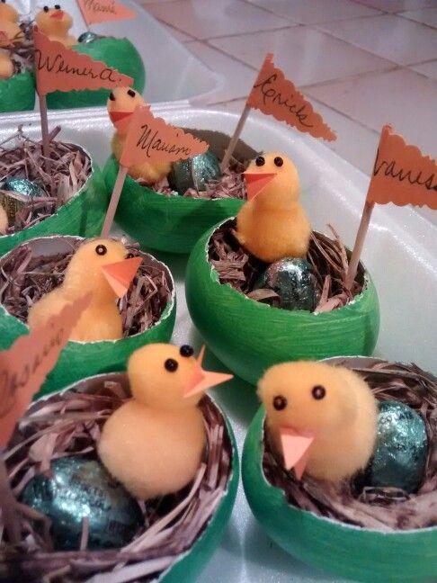 Marca sitios hechos con cáscara de huevo. Decoración de pascua./ smicasadetodo.blogspot.com