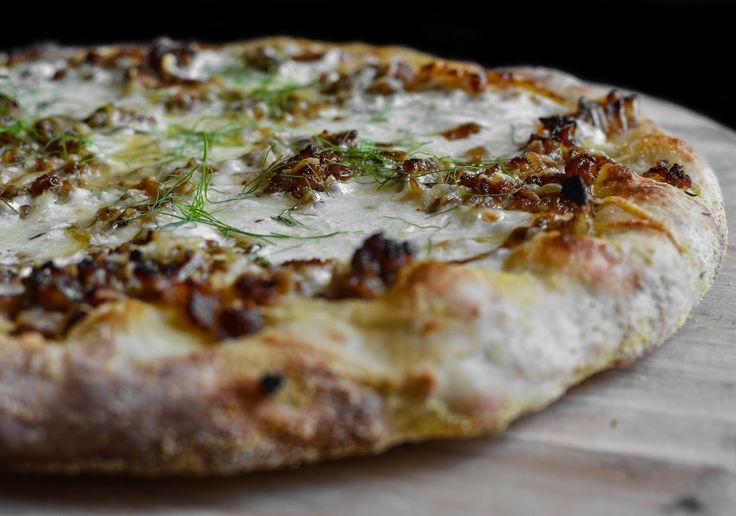 discount bags Fennel  onion  and Italian sausage pizza