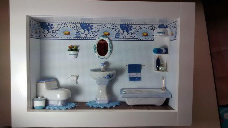 Quadro de banheiro ou lavabo,tipo cenário, feito em madeira MDF, pintado com tinta PVA,miniaturas de porcelana pintada,biscuit, flores artificiais,bijú, diversos papéis, tecidos, crochê, etc.Quadro envernizado e com vidros de proteção.