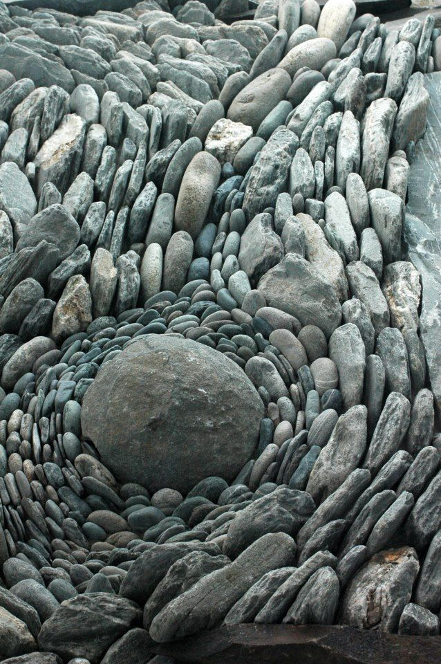 (via land art | stone flow | Stones & Rocks | Pinterest)