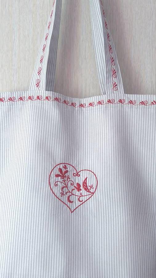 byREKA / Nakupujem srdcom