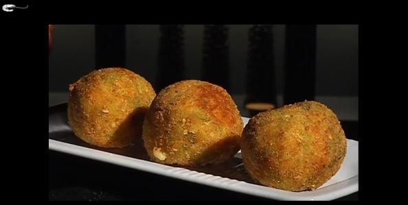 Lo chef Max Mariola ci alle prese con una versione più leggere e innovativa delle solite polpette...