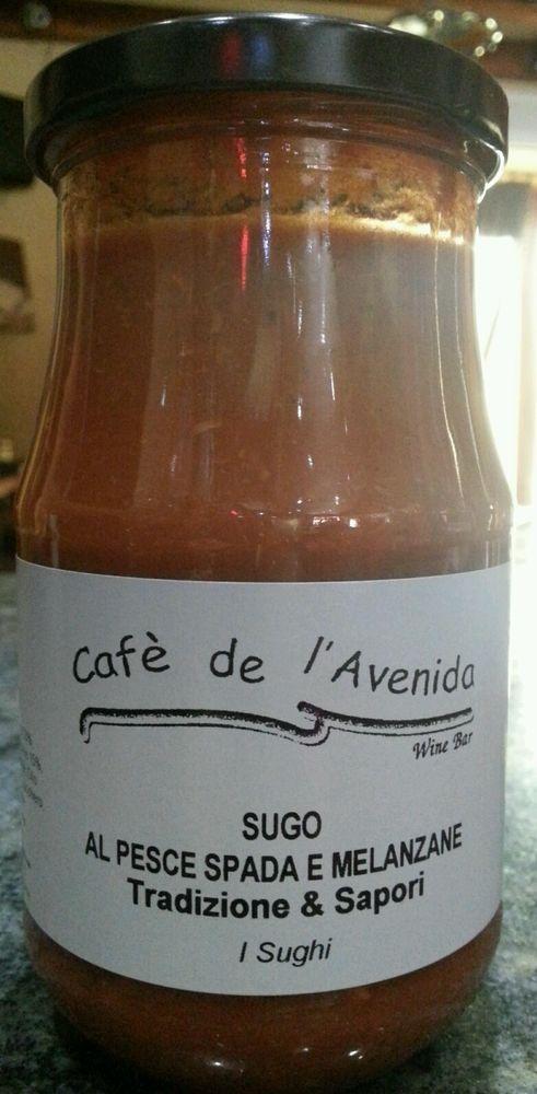 """Sugo Al Pesce Spada e Melenzane 370 ml 340 gr I prodotti Cafè de l'Avenida  sono realizzati con ingredienti di qualità. La linea Cafè de l'Avenida """"Tradizione & sapori"""" è realizzata solo con ingredienti di qualità, selezionati accuratamente, con processi  di cottura che esaltano e rispettano le caratteristiche organolettiche di ciascun ingrediente. Prodotti naturali , senza conservanti ne additivi.. la nostra linea """" Tradizione & sapori """" è buona come fatta in casa!"""