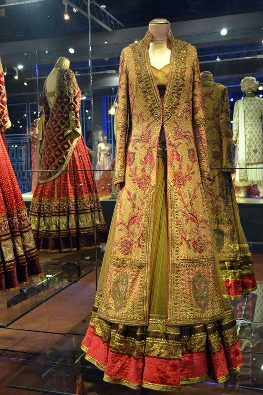 Bridal elegance! Loving the Jacket style coming back!