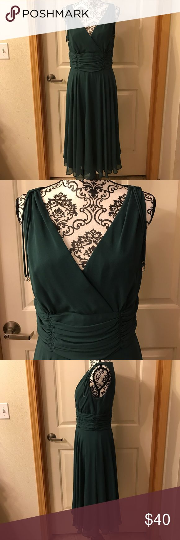 GORGEOUS Emerald Green Cocktail Dress EUC (worn 1 time!) sleeveless emerald green evening dress. Purchased at Nordstrom. Flattering ruched waist and flowy skirt. Patra Dresses