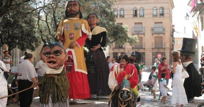 MATERIALES PARA LA CRISIS     GIGANTES Y CABEZUDOS DE HUESCA     La comparsa de gigantes y cabezudos de Huesca sale en varias ocasiones, a ...