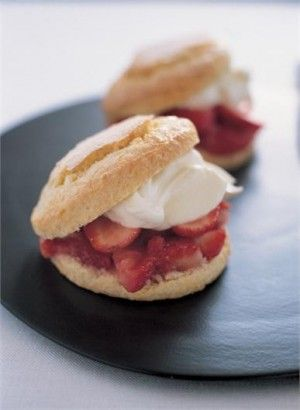 NIGELLA'S RECIPE FOR STRAWBERRY SHORTCAKES I've long been fascinated by this American pudding, which isn't really a scone so much as a tender, buttery sponge with scone-like properties, split and crammed with strawberries.  There's so much dispute, as there always is with traditional recipes, over the right method to make them, serve them, eat them:  should they be individual-sized or one huge flat disc?